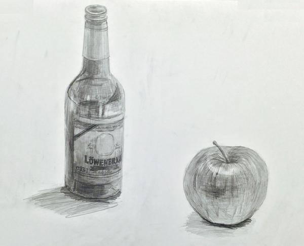ガラス瓶とリンゴのデッサン