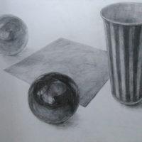 紙コップと折り紙とカラーボールのデッサン