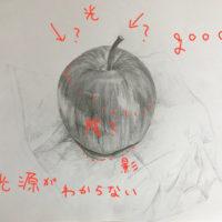 ティッシュの上にのせたリンゴのデッサン