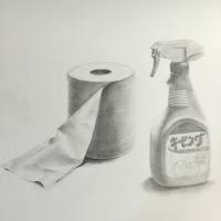 トイレットペーパー、スプレーボトルのデッサン