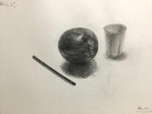 りんご 鉛筆 紙コップのデッサン