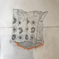 クシャクシャにした紙袋のデッサン
