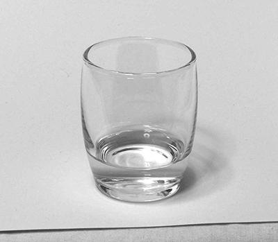 水の入ったガラスコップのデッサン