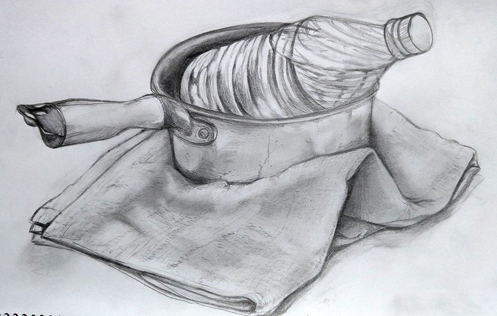 さい鍋と水入りペットボトルと厚めの布のデッサン